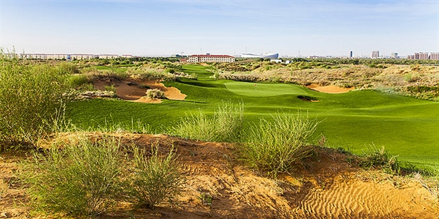 Schmidt-Curley course built among dunes of the Gobi desert