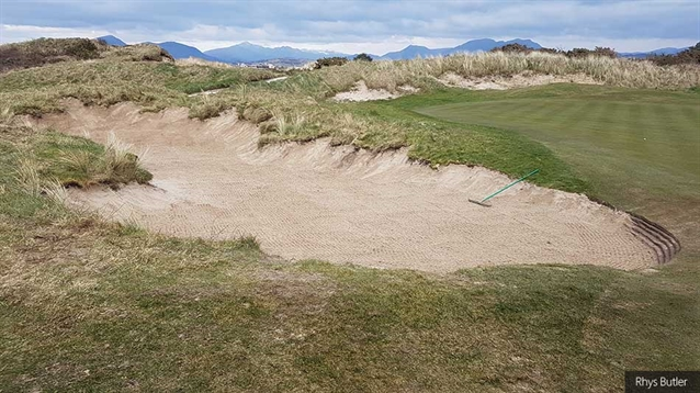 All links bunkers need not be revetted!