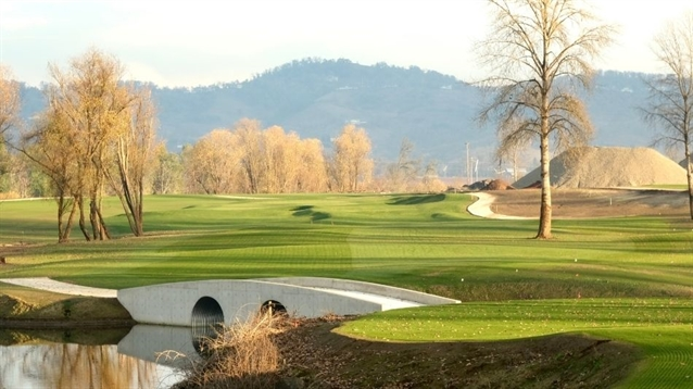Ten holes of new golf course in Oregon will open for preview play this summer