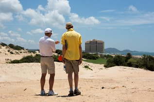 Greg Norman visits Vietnamese site