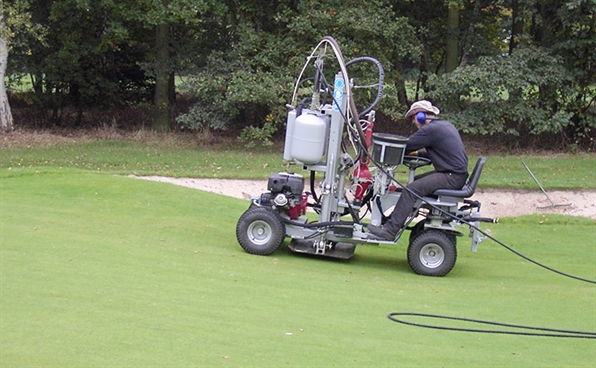 Thorpeness Golf Club solves compaction problems with Terralift machine